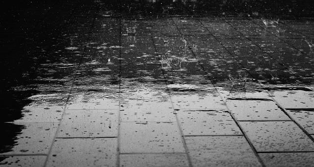 เต้นรำในสายฝน – Tênrả nı s̄āy f̄n – Im Regen tanzen
